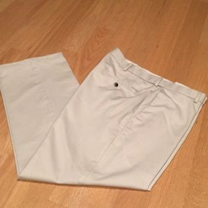 HAGGAR 36x29 Straight fit Lt tan chinos  4 pockets